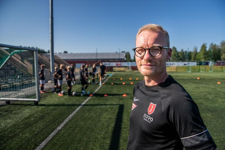 Jippo-junioreiden uusi puheenjohtaja Jani Koivunen toivoo urheiluseurojen tekevän enemmän yhteistyötä.