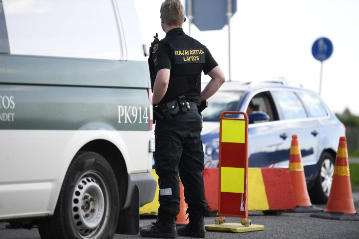 Suomen Rajavartiolaitos kertoo lähettävänsä kaksi partiota tukemaan Latvian ja Liettuan rajavalvontaa. LEHTIKUVA / Vesa Moilanen