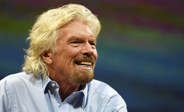 Bransonin mukana Virgin Galacticin lennolla on kahden lentäjän ohella kolme muuta matkustajaa, jotka kuuluvat yhtiön johtoon. LEHTIKUVA / VESA MOILANEN