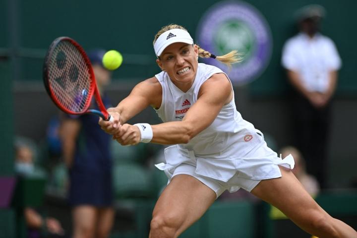 Kerber (kuvassa) ylsi tänä vuonna Wimbledonissa välieriin, joissa hävisi turnauksen voittaneelle Australian Ashleigh Bartylle. LEHTIKUVA/AFP