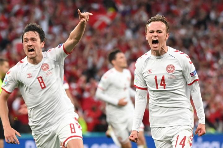 Mikkel Damsgaard (oik.) teki maalin alkulohkon päätöspelissä Venäjää vastaan ja syötti Kasper Dolbergin avausmaalin neljännesvälierässä Walesia vastaan. LEHTIKUVA/AFP