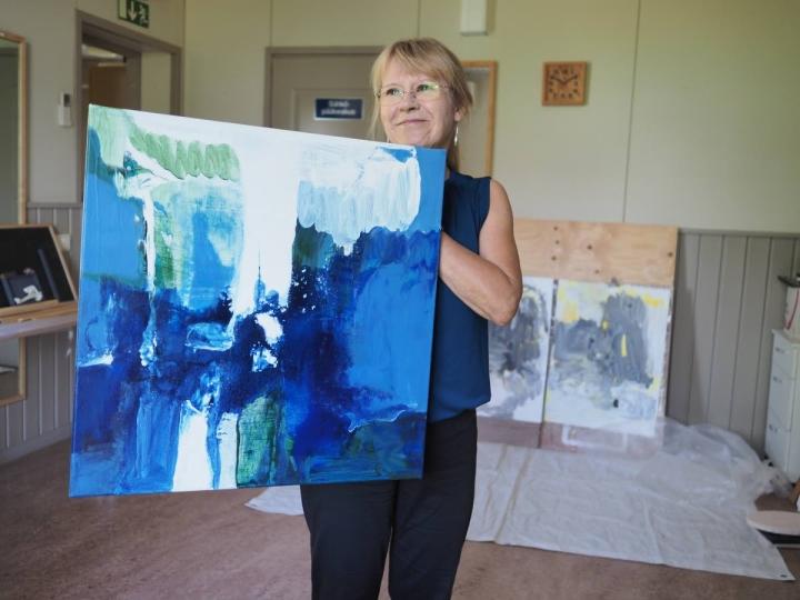 Putous-sarjaa tehdessään Häkli on käyttänyt sinistä väriä, mikä ei aiemmin ole ollut hänelle luontevaa. Taiteilijan mielestä sinisen ja valkoisen raikkaus tuovat teokseen taivaan, veden ja valon.