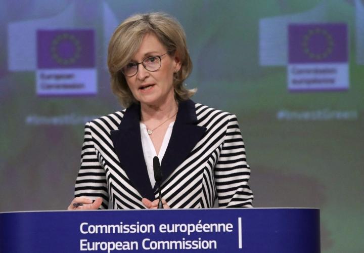 EU-komissaari Mairead McGuinnessin mukaan jäsenmaiden kansalliset toimet eivät ole riittävän tehokkaita rahanpesun torjuntaan. LEHTIKUVA/AFP
