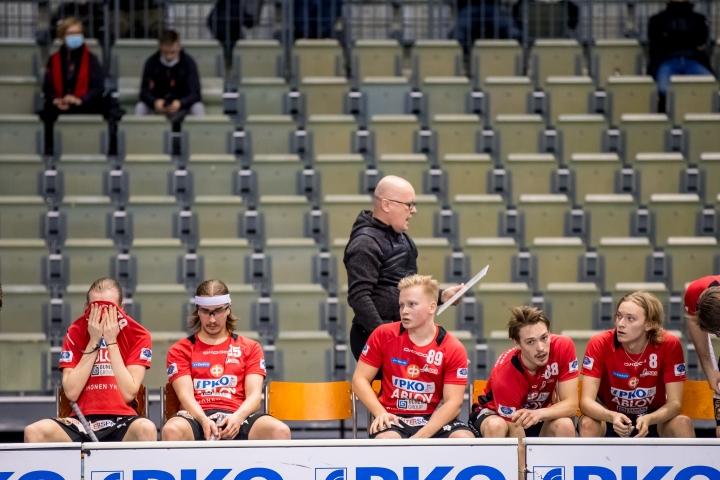 Antti Ruokonen on hoitanut Josban päävalmentajan tehtävien lisäksi Joensuun Salibandy Josba ry:n puheenjohtajan tehtäviä.