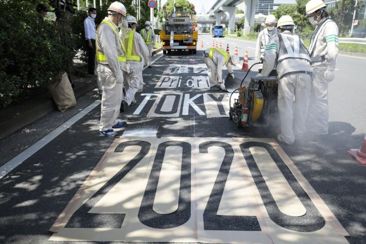 Epidemian pahenemisesta Japanissa kertoo myös se, että kesäolympialaisia isännöivässä Tokiossa kirjattiin torstaina ennätykselliset liki 3900 uutta koronatartuntaa. LEHTIKUVA/AFP