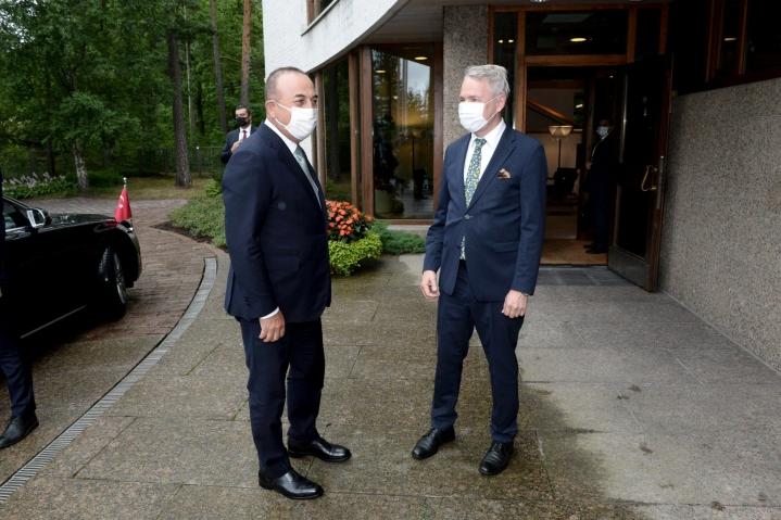 Ulkoministeri Pekka Haavisto ja Turkin ulkoministeri Mevlut Cavusoglu tapasivat torstaina Helsingissä. LEHTIKUVA / MIKKO STIG