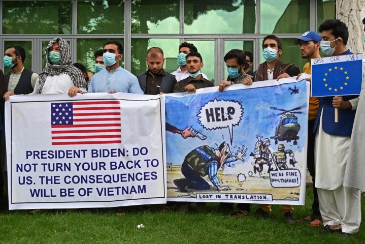 Viimeiset Yhdysvaltain johtaman liittouman sotilaat poistuivat tukikohdasta viime perjantaina. Afganistanilaiset tulkit vetosivat presidentti Joe Bideniin huhtikuussa.  LEHTIKUVA/AFP