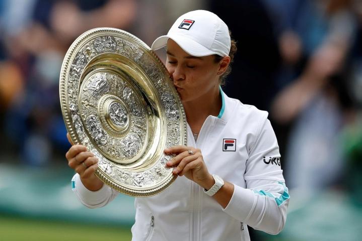 Ashleigh Barty on aiemmin urallaan voittanut Ranskan avointen kaksinpelimestaruuden 2019. Nyt tuli Wimbledonin voitto. LEHTIKUVA/AFP