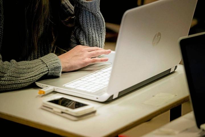 Opiskelunsa aloittavien täytyy mahdollisesti tyytyä muihin työvälineisiin, kuin mitä on tilattu. Kuvituskuva.