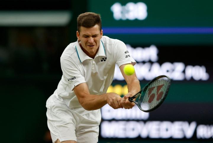 Hubert Hurkaczista tuli tiistaina historian neljäs puolalaispelaaja, joka on yltänyt Wimbledonin tennisturnauksen miesten kaksinpelin puolivälierävaiheeseen. LEHTIKUVA/AFP