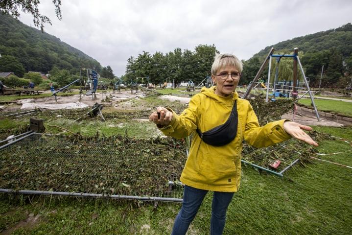 Belgiassa tulva-alueella yli 30 vuotta asunut suomalainen Auli Ekman kertoo, ettei ole koskaan nähnyt vastaavaa. LEHTIKUVA / Juha Roininen
