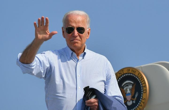Presidentti Biden puolisoineen isännöi kansallispäivänä juhlallisuuksia Valkoisessa talossa. Lehtikuva/AFP