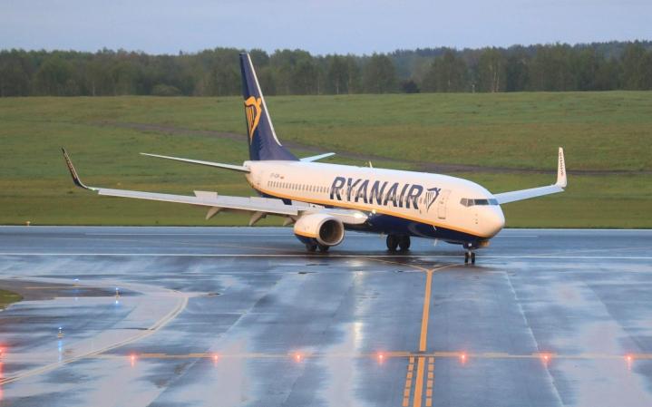 Irlantilainen halpalentoyhtiö Ryanair kertoo palkkaavansa 2000 uutta lentäjää seuraavan kolmen vuoden aikana. LEHTIKUVA/AFP
