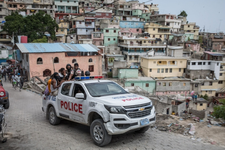 Haitissa poliisi on ottanut kiinni useita ihmisiä, joiden uskotaan liittyvän varhain keskiviikkona surmatun presidentti Jovenel Moisen salamurhaan. LEHTIKUVA/AFP