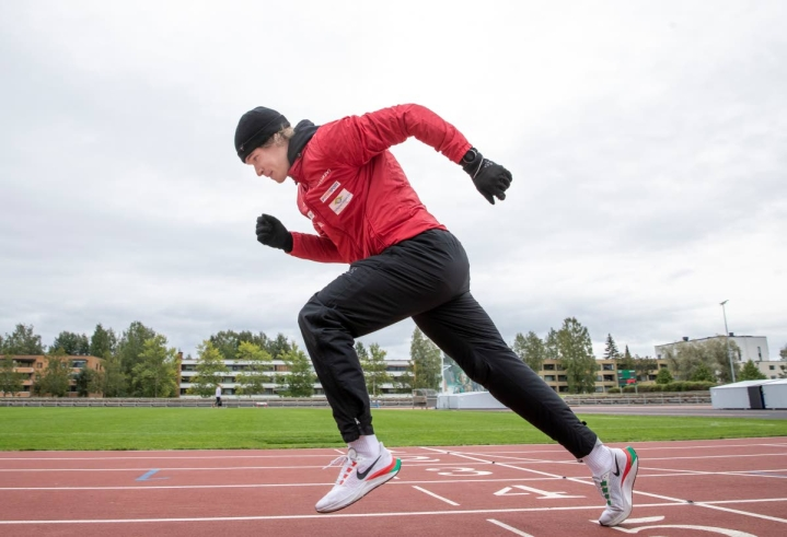 Polvijärven Urheilijoiden Santeri Örn loukkaantui Tampereen Kalevan kisoissa 100 metrin juoksun alkuerissä eikä pysty kilpailemaan enää tällä kaudella. Örn kuvattuna keskiviikkona Joensuun keskuskentällä.