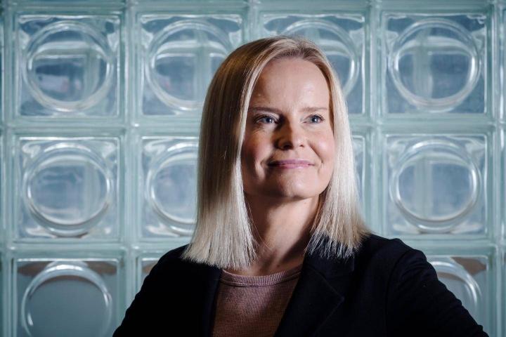 """Puheenjohtaja Rikka Purra sanoo, ettei syyte tai tuomio kiihottamisesta kansanryhmää vastaan ole perussuomalaisissa """"sulka hattuun""""."""