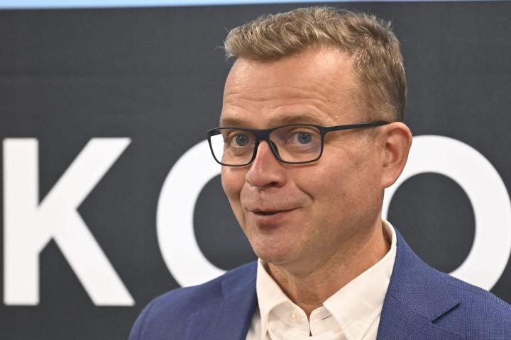Oppositiossa istuva kokoomus jatkaa Suomen suosituimpana puolueena Helsingin Sanomien gallupissa 19,8 prosentin kannatuksella.