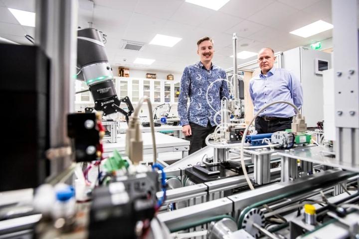 Joonas Ruuskanen (vas.) ja Harri Malm aloittivat uudessa diplmoi-insinööriohjelmassa.