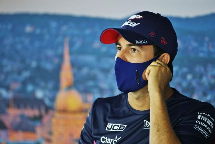 Sergio Perez jatkaa Red Bullin F1-tallin toisena kisakuljettajana ensi kaudella. LEHTIKUVA/AFP
