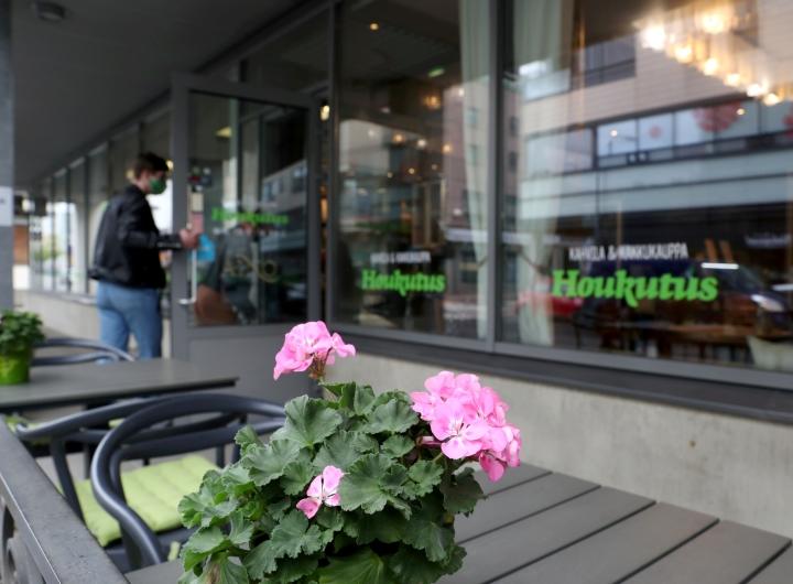 Houkutus toimii Joensuun keskustassa Torikadulla.
