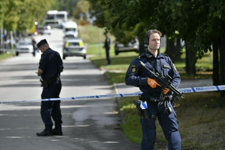 Eslövin kunnan mukaan koulunkäynti keskeytettiin hyökkäyksen jälkeen. Poliisi vartioi aluetta. LEHTIKUVA / TT