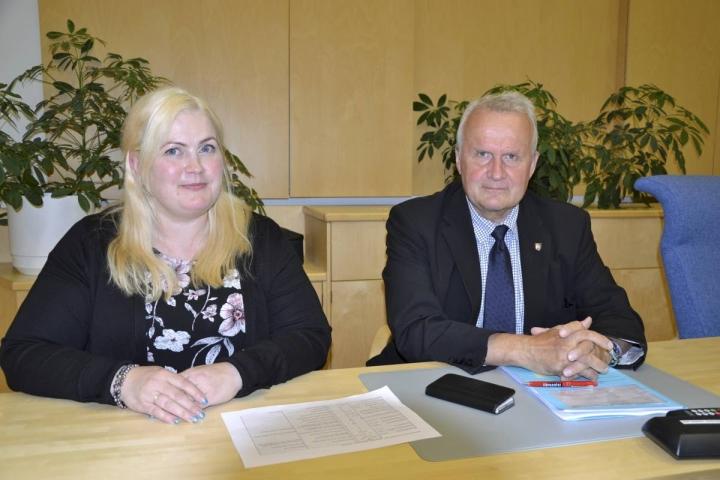 Kunnanhallituksen puheenjohtajaksi vaihtui Anna Puruskainen-Saarelainen, mutta valtuuston puheenjohtajana jatkaa Hannu Hoskonen.