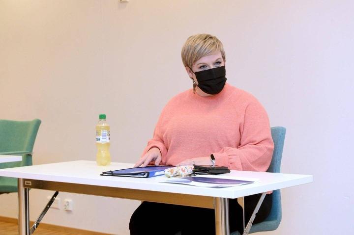 Valtiovarainministeri Annika Saarikko (kesk.) ehdotti suurten kaupunkiseutujen MAL-sopimusten korvaamista mallilla, jossa rahat käytettäisiin kaikkien kuntien ilmastotyöhön.