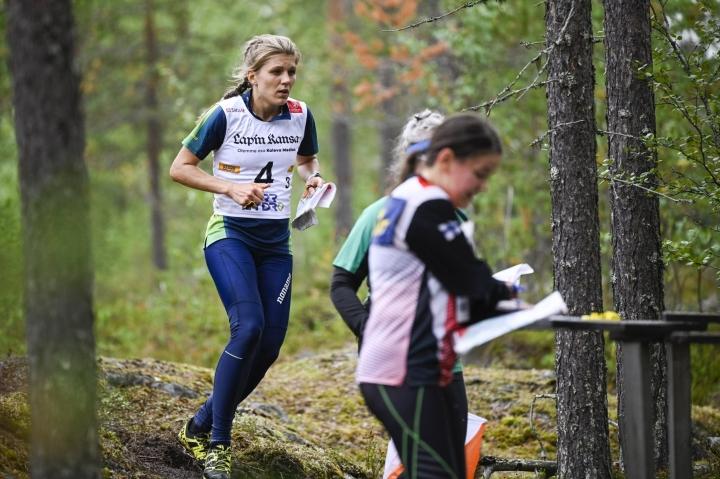 Voittajajoukkueessa suunnistivat Irina Nyberg, Josefine Heikka, Jana Knapova ja Natalia Gemperle. LEHTIKUVA / JOUNI PORSANGER