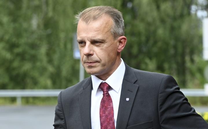 Juha Pylväs piti puheensa eilen puolueen eduskuntaryhmän kesäkokouksessa. LEHTIKUVA / Heikki Saukkomaa