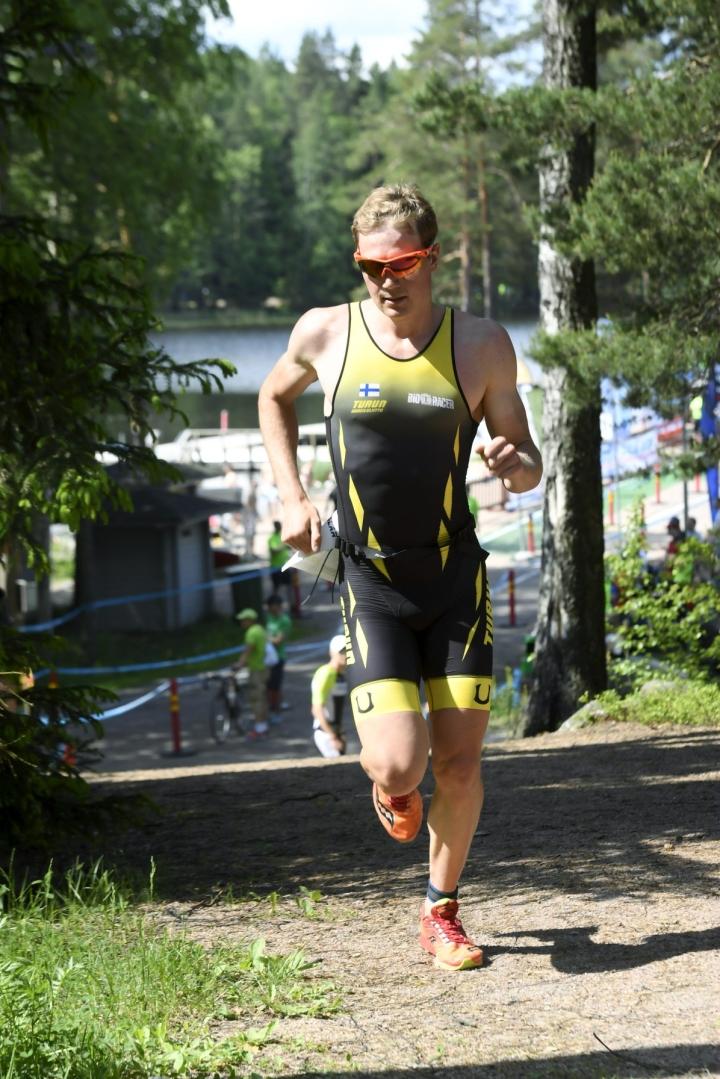 Turun Urheiluliittoa edustava Goesch saapui maaliin kolmantena, rikkoi Kiurun ennätyksen ja kuittasi paikan arvostettuun Havaijin Ironman-kilpailuun. LEHTIKUVA / MARKKU ULANDER