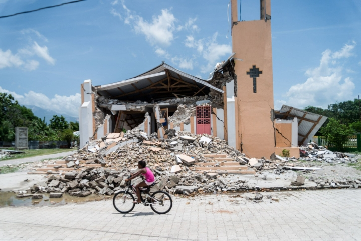 Haitin viikonloppuisessa maanjäristyksessä tuhoutui kymmeniätuhansia rakennuksia ja loukkaantui yli 12 000 ihmistä. LEHTIKUVA/AFP