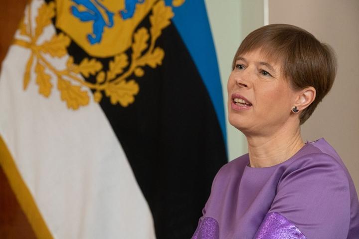 Kansalaisten parissa Viron nykyinen presidentti Kersti Kaljulaid on mielipidekyselyiden perusteella suosituin ehdokas. LEHTIKUVA/AFP