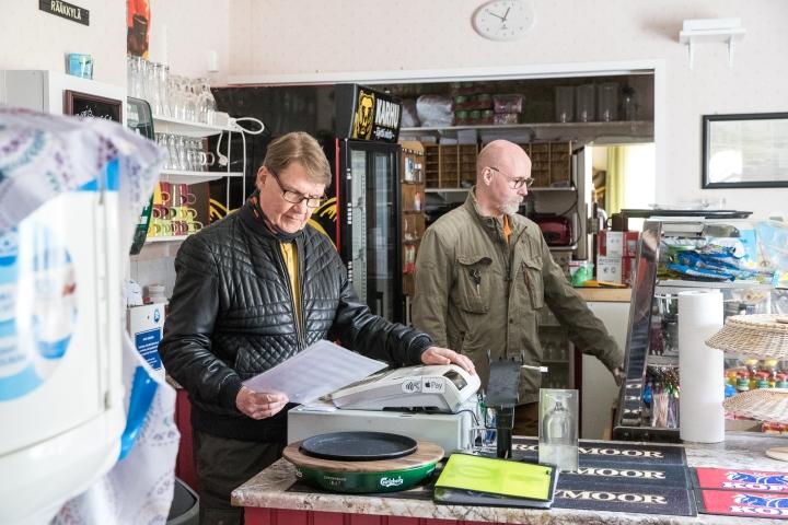 Tomi Helanne ja Jouni Honkanen ovat Rääkkylässä toimivan Paksuniemen kesäkeitaan yrittäjät.