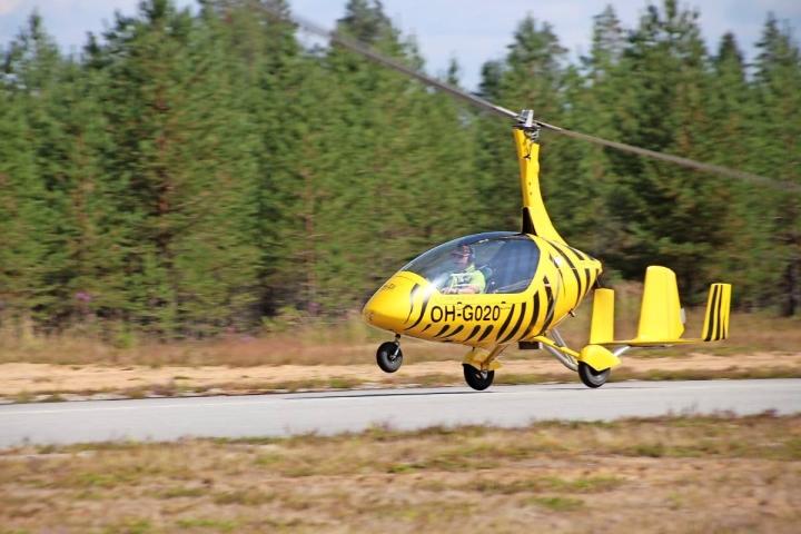 Heikki Kela esitteli gyrokopteria Lieksa-Nurmeksen lentokentän ilmailunäytöksessä heinäkuussa 2019.
