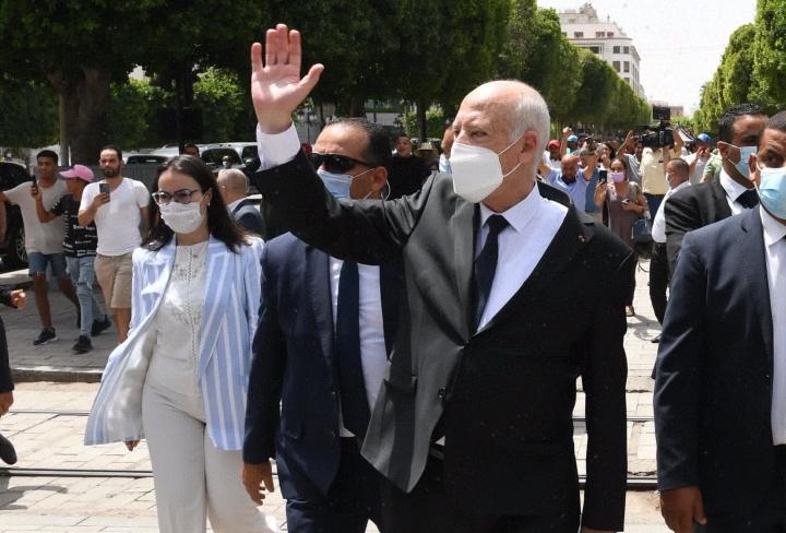 Tunisian presidentti Kais Saied ei ole kertonut, miten maan poliittisesta kriisistä olisi tarkoitus päästä eteenpäin. LEHTIKUVA/AFP
