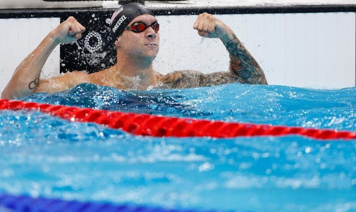 24-vuotias Dressel päätti olympiaurakkansa sunnuntaina uimalla kultaa sekä 50 metrin vapaauinnissa että 4x100 metrin sekauintiviestissä. LEHTIKUVA / AFP