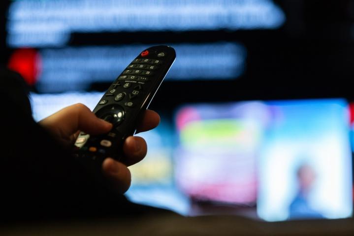 Kaapelitelevisioverkon kanavanumerot muuttuvat tänään niin, että televisiokanavien HD- eli teräväpiirtoversiot löytyvät jatkossa kanavaluettelosta ensimmäisinä, tiedottaa tietoliikenteen ja tietotekniikan keskusliitto FiCom. LEHTIKUVA / Hanna Matikainen