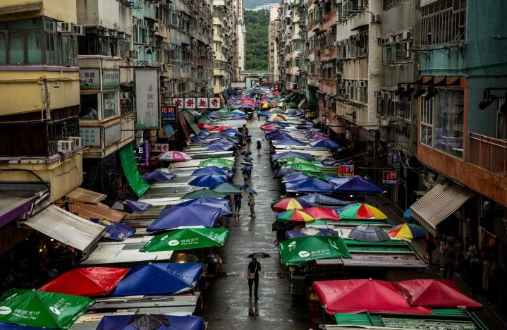 Hongkongin koronarajoitustoimet ovat maailman tiukimpia ja päivittäisissä tartunnoissa ollaan lähellä nollaa. LEHTIKUVA / AFP