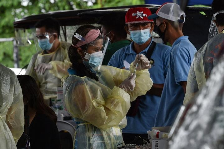 Filippiineillä on raportoitu pandemian aikana yhteensä 1,8 miljoonaa koronatartuntaa. LEHTIKUVA / AFP