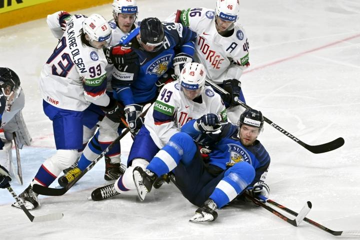 Suomen miesten jääkiekkomaajoukkue kohtaa Norjan ensi kevään MM-kilpailujen ensimmäisessä ottelussaan. Joukkueet kohtasivat myös toukokuussa Riiassa. LEHTIKUVA / Jussi Nukari