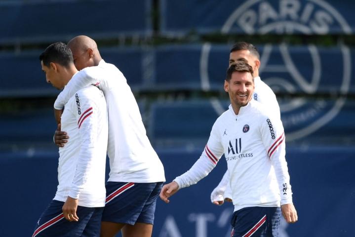 Messi oli mukana PSG:n harjoituksissa lauantaina. Lehtikuva/AFP