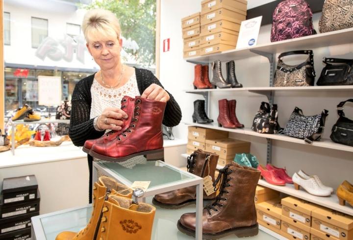 Sari Nuutinen on ollut kenkäalalla pian kymmenen vuotta.