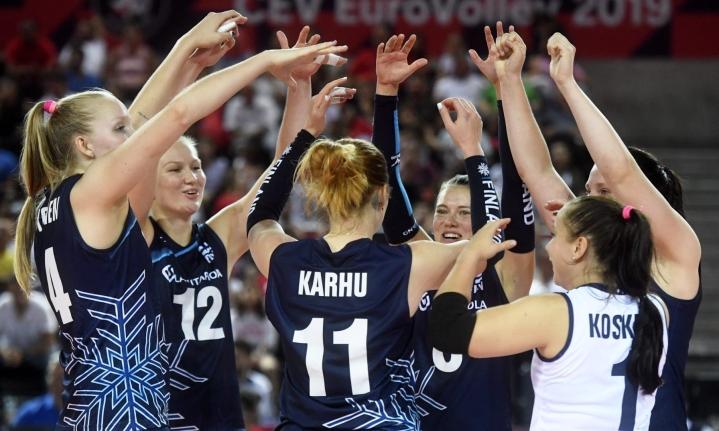 Suomi pelaa EM-kisoissa samassa lohkossa Hollannin, Turkin, Romanian, Ruotsin ja Ukrainan kanssa. Vuonna 2019 joukkue tuuletti ottelussa Turkkia vastaan. LEHTIKUVA / Vesa Moilanen