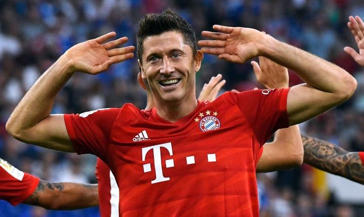 Bayernin tähtihyökkääjä Robert Lewandowski iski Dortmundissa pelatussa ottelussa kaksi maalia vanhan seuransa verkkoon. LEHTIKUVA/AFP