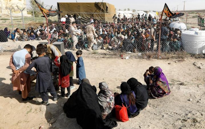 Heikoimmassa asemassa Afganistanin humanitaarisessa kriisissä ovat lapset, tytöt ja naiset. LEHTIKUVA / AFP