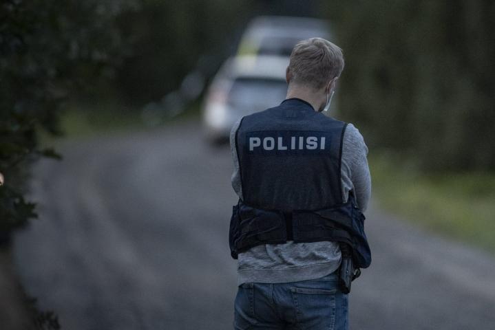 Myös ampumatilanteessa haavoittunut poliisi käytti asettaan tapauksen aikana. LEHTIKUVA / RONI LEHTI