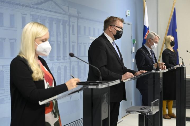 Ministerit kertoivat Afganistanin evakuointioperaation päättymisestä tiedotustilaisuudessa. LEHTIKUVA / Heikki Saukkomaa