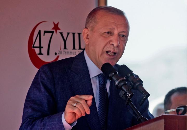 Turkin presidentti Recep Tayyip Erdogan sanoo, että Euroopan unionin täytyy pitäytyä aiemmassa siirtolaissopimuksessa ja auttaa naapurimaita. LEHTIKUVA/AFP