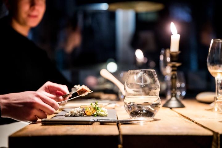 Ravintola Kielossa on pulaa tarjoilijoista.