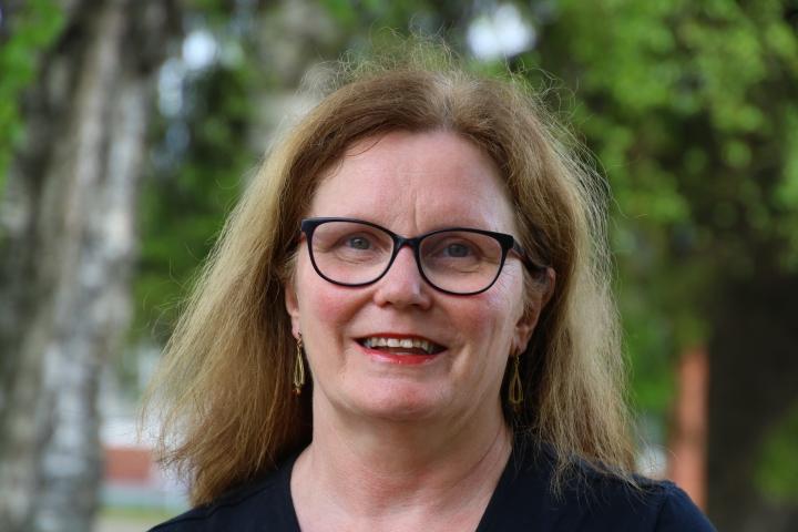 Helena Pakarinen (kesk.) arkistokuvassa vuodelta 2017.